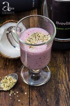 Smoothie cu nuca de cocos si coacaze Tasty, Yummy Food, Food News, Aesthetic Food, Juices, Coco, New Recipes, Smoothies, Food And Drink