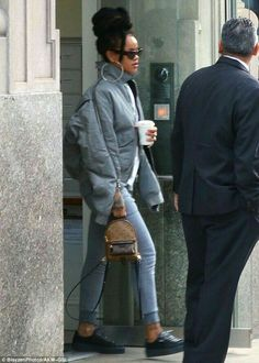 Rihanna looks gorgeous in grey as she spends day filming Ocean's Eight Mode Outfits, Outfits For Teens, Fall Outfits, Fashion Outfits, Rihanna Casual, Rihanna Outfits, Looks Rihanna, Rihanna Riri, Fashion Killa