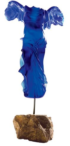 Yves Klein by Lalique - La Victoire de Samothrace Yves Klein, International Klein Blue, Winged Victory Of Samothrace, Esoteric Art, Art Deco Movement, Art Of Glass, Alphonse Mucha, Hood Ornaments, Sculpture