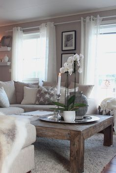 A gorgeous dusty brown and cream combination living room creates the perfect relaxing and warming space. We just adore this room! - Home Decoz Cozy Living Rooms, New Living Room, Home And Living, Living Room Decor, Living Spaces, Apartment Living, Home Theaters, Casa Top, Living Room Inspiration