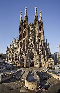 Sagrada Familia in Barcelona is a Roman Catholic church designed by Catalan Spanish architect Antoni Gaudi. Construction came together in 1882 by two architects after Francisco resigned as the head architect. Beautiful Architecture, Beautiful Buildings, Beautiful Places, Famous Architecture, Cool Places To Visit, Places To Travel, Ville France, Antoni Gaudi, Barcelona Travel