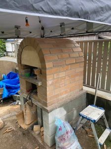 DIYで自作ピザ窯の作り方 アーチにレンガを積む | いち歩 Four A Pizza, Best Oven, Pizza Oven Outdoor, Garden Design, Home And Garden, Gardening, Home Decor, Products, Diy Pizza Oven