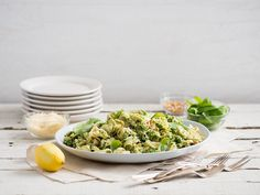 Tortellini with Broccoli Pesto Healthy Macaroni Salad, Broccoli Pesto, Cheese Tortellini, Meal Ideas, Parmesan, Yummy Food, Lunch, Meals, Dinner