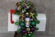 Mardi Gras Mailbox Swag, Mailbox Swag, Mardi Gras Swag, Mardi Gras Decorations, Fleur De Lis Decor, Mardi Gras Beads, Mardi Gras Bow by southerncharmflorals. Explore more products on http://southerncharmflorals.etsy.com