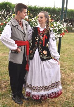 Quick overview of folk costumes from Poland (warning: picture-heavy) – Lamus Dworski Polish Clothing, Folk Clothing, Woman Clothing, Poland Costume, Folk Costume, Costumes, Folk Embroidery, Indian Embroidery, Embroidery Stitches