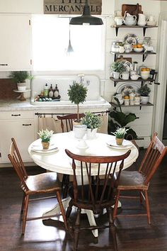 40 Simple and Easy Small Kitchen Decoration with Farmhouse Style - Finding a farmhouse kitchen style can be as easy as changing out your accessories.Instead items ought to be hardy - Boho Kitchen, Farmhouse Style Kitchen, Country Kitchen, Vintage Kitchen, New Kitchen, Kitchen Ideas, Vintage Laundry, French Kitchen, Esstisch Shabby Chic