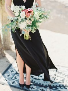 Protea bridal bouquet | Gaby J Photography | see more on: http://burnettsboards.com/2015/10/palm-springs-elopement/