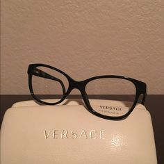 Eyeglass frame made in Italy. Only worn twice Eye size 52 Versace Other