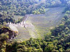 Winay Wayna, an Inca ruin neighbor to Machu Picchu.  www.finisterra.ca