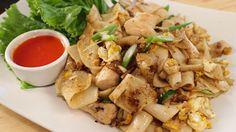 Guay Tiew Kua Gai ก๋วยเตี๋ยวคั่วไก่ Rice Noodles w/ Chicken