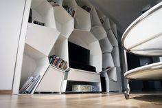 bytový interiér Bookcase, Shelves, Ceiling Lights, Home Decor, Shelving, Decoration Home, Room Decor, Book Shelves, Shelving Units