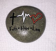 Painted Rock Ideas - Do you need rock painting ideas for spreading rocks around your neighborhood or the Kindness Rocks Project? Here's some inspiration with my best tips! Rock Painting Patterns, Rock Painting Ideas Easy, Rock Painting Designs, Pebble Painting, Love Painting, Pebble Art, Stone Crafts, Rock Crafts, Inspirational Rocks