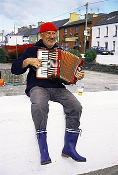 Accordian player, Port Magee, County Kerry, Munster, Republic of Ireland, Europe
