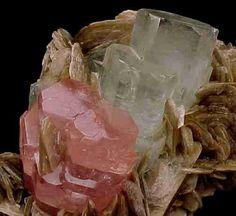mineral++crystal+pakistan   ... pale blue beryl (aquamarine) on books of muscovite crystals. Pakistan