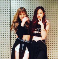 Jennie e Lisa pre-debut Blackpink Jennie, Blackpink Fashion, Korean Fashion, Lisa Park, Foto Rose, Blackpink Debut, Black Pink, Blackpink Photos, Blackpink Jisoo