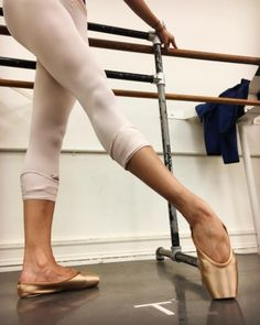 Erica Lall from American Ballet Theatre wearing the new cappucino base color Gaynor Minden pointe shoes! Tutu Ballet, Ballet Feet, Ballet Shoes, Ballet Body, Ballet Leotards, Dancers Feet, Ballet Dancers, Ballerinas, Dance Photos