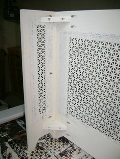 idea to make a radiator cover - Diy Projects Diy Radiator Cover, Radiator Ideas, Kitchen Decor Themes, Home Decor, Shabby Chic Bedrooms, Ikea Hack, Interior Design Living Room, Tapas, Diy Furniture