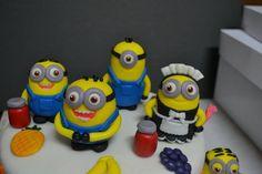 Despicable Me Movie Night: Adorable minions cake