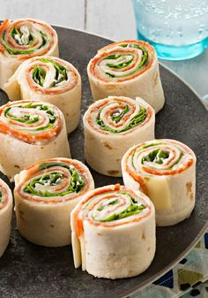 Antipasto Tortilla Appetizers – Antipasto appetizers are always a crowd-pleas. , Antipasto Tortilla Appetizers – Antipasto appetizers are always a crowd-pleaser. And these—rolled up in four tortillas—make them as fun as they are tasty. Easy To Make Appetizers, Appetizers For Party, Appetizer Recipes, Antipasto Recipes, Fingerfood Party, Appetizer Ideas, Brunch, Yummy Food, Tasty