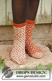 Socks & Slippers - Free knitting patterns and crochet patterns by DROPS Design Knitting Patterns Free, Free Knitting, Free Pattern, Crochet Patterns, Drops Design, Magazine Drops, Scandinavian Pattern, Knitted Slippers, Knitting Accessories