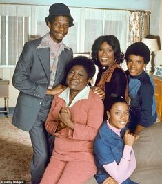 Ralph Carter, Ja'net DuBois, Esther Rolle, BernNadette Stanis, and Jimmie Walker in Good Times Black Tv Shows, Old Tv Shows, Ja Net Dubois, Good Times Tv Show, Black Sitcoms, Comedy Tv Shows, Classic Tv, Classic Fashion, Tv Guide