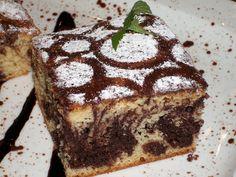 Ze žloutků a cukrů vyšleháme hustý krém, zašleháme Salko a rozpuštěné máslo, vmícháme po částech lehce sníh (bílky a špetka soli) a mouku s... Kolaci I Torte, Oreo Cupcakes, Tiramisu, Rum, Nom Nom, Good Food, Sweets, Ethnic Recipes, Desserts