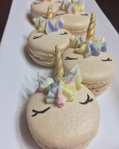 These colorful macaroons are the latest in a growing category of ~unicorn~ desserts 7th Birthday Cakes, 27th Birthday, Macaroons, Unicorn Macarons, Food Gallery, Sweet Desserts, Unicorn Party, Cake Pops, Yummy Food