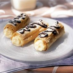 Delicious Cannolis! I love a good cannoli! ;D....the best one so far that I have had are from Cake Boss's Bakery :)