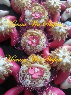 Fushia and white Algerian cakes