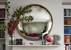 Round brass mirror above mantlepiece above fireplace ideas The Best Mirror Tricks for Your Interior Above Fireplace Ideas, Mirror Over Fireplace, Fireplace Mantle, Fireplace Decorations, Mantle Deco, Round Brass Mirror, Round Mirrors, Convex Mirror, Mirror Decor Living Room