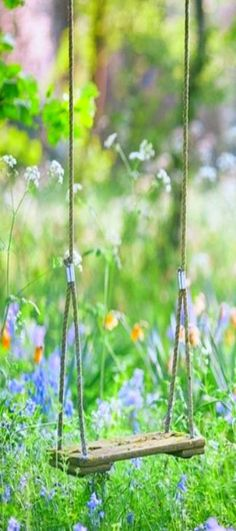 Swing is upon us, bringing with it sun and gorgeous flowers! How about a DIY garden swing to make it a little brighter?