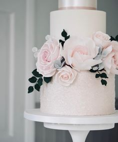 sugarpaste roses and leaves// Cotton and Crumbs