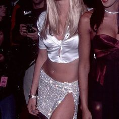 """𝙉𝙊𝘽𝙐𝙏𝙈𝘼𝙔𝘽𝙀 on Instagram: """"Elle Macpherson Fashion Cafe (1995)"""" 90s Fashion, Runway Fashion, High Fashion, Vintage Fashion, Trendy Fashion, Fashion Ideas, 90s Models, Elle Macpherson, Naomi Campbell"""