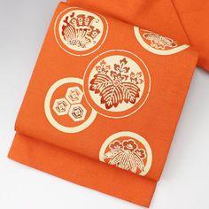 やさしい朱橙色の地に、シボのような立体感のある生地感です。 お太鼓柄で丸文に、桐、蝶々、松、亀甲の柄です。  【楽天市場】九寸名古屋帯 朱橙 お太鼓柄で丸文 【中古】【仕立て上がりリサイクル帯・リサイクル着物・リサイクルきもの・アンティーク着物・中古着物】:ビスコンティ&きもの忠右衛門