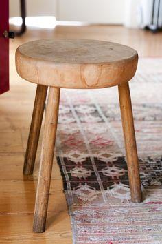 Stool and carpet via Freunde von Freunden @ the home of Marco Balesteros.