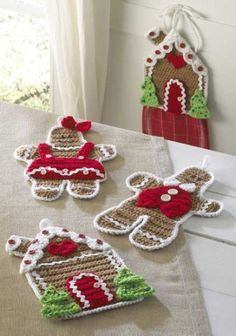 Crochet Gingerbread house kitchen set with a towl holder, hotpads or wall decor. By Maggie's Crochet. Crochet Kitchen, Crochet Home, Crochet Crafts, Crochet Projects, Knit Crochet, Free Crochet, Crochet Santa, Crochet Baby, Christmas Crochet Patterns