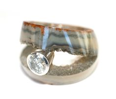 Unique agate ring by the famed and very original English jeweler Andrew Grima, c 1960's. Brilliant use of agate!