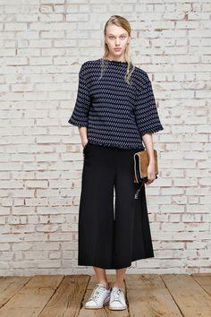 prenda híbrido que fusiona la esencia de los bermudas, el ancho de los pantalones palazzo y el largo de las faldas midi. Se llaman culottes Elisabeth James
