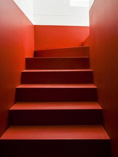 Red stairs Casa da Severa by Jose Adriao Arquitectos Red Interior Design, Interior Design Inspiration, Interior And Exterior, Interior Stairs, Interior Architecture, Decoration Entree, Carpet Stairs, Red Interiors, Staircase Design