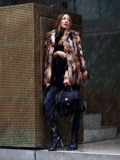 #leopard #fakefur #fur #trends #fashion #blogger #ootd #autumn #fall #coats #boots #woodbootie #hugoboss #streetstyle #helloshopping #howtowear #bags #effortless #chic