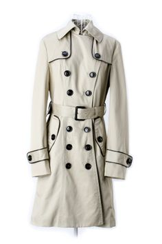 Burberry trench, with such amazing detail. Great for a moody rainy day. Burberry Trenchcoat, Burberry Outfit, Trench Jacket, Hoodie Jacket, Double Breasted Trench Coat, Burberry Women, Dress Me Up, What To Wear, Winter Fashion
