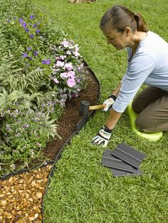 The correct height. When Angraben pay attention to the proper depth. It is important that is the amount estimated so that the plastic or rubber when mowing can not be damaged. To this end, the edge of the lawn will be voted in the garden either at the level of the lawn, or, at a higher bed, at its height.