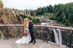 Salish Lodge Wedding | PNW fall wedding | Snoqualmie waterfall | Marsala blush wedding bouquet | Wiley Putnam Photography
