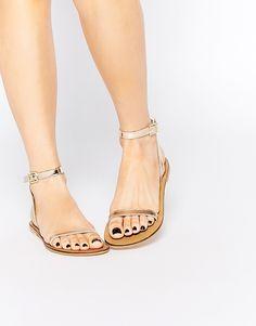 These will be my go to for the dance floor! >FL Sandalias planas de cuero FINLAY de ASOS 18,99 €