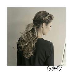 Meio rabo com tiara de trança😍😍😍  penteados • penteado com trança • ondas • luzes, cabelos longos • Por Didier Sé cabeleireiro em São Paulo