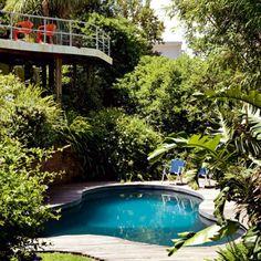 Une piscine dans les bambous