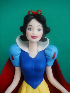 This Snow White Cake Topper Is The Fairest One Of All