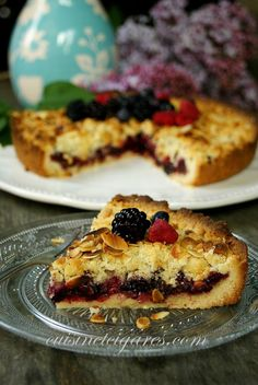 Almond Streusel and Fruits of the Forest No Bake Desserts, Dessert Recipes, Jam Tarts, Pie Dessert, Tart Recipes, Afternoon Snacks, Sweet And Salty, Plant Based Recipes, Baked Goods
