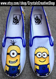 Despicable Me Minion Shoes Painted Canvas Shoes, Painted Toms, Painted Sneakers, Hand Painted Shoes, Minion Shoes, Minions Love, Disney Toms, Shoe Crafts, Minion Birthday