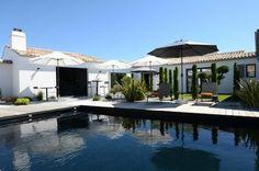 o CYPRES: maison d'hôtes sur l'île de Ré My House, Swimming Pools, Modern Design, Pergola, Backyard, Exterior, Villa, House Design, Mansions